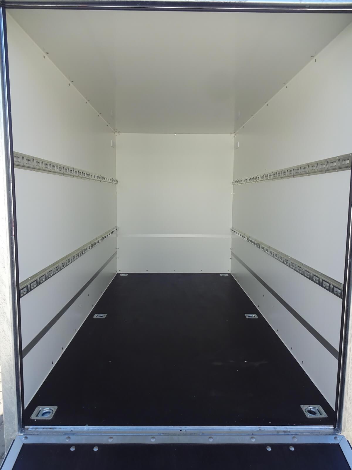 Kofferanhänger 3,05x1,46x1,80m 1300kg Auffahrklappe