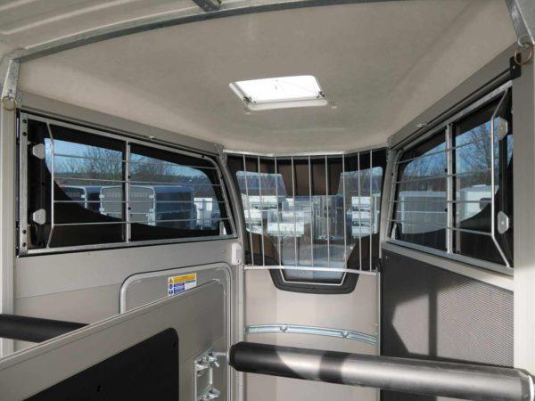 Ifor Williams Pferdeanhänger HBX 511 mit Frontausstieg vergittertes Pannoramafenster